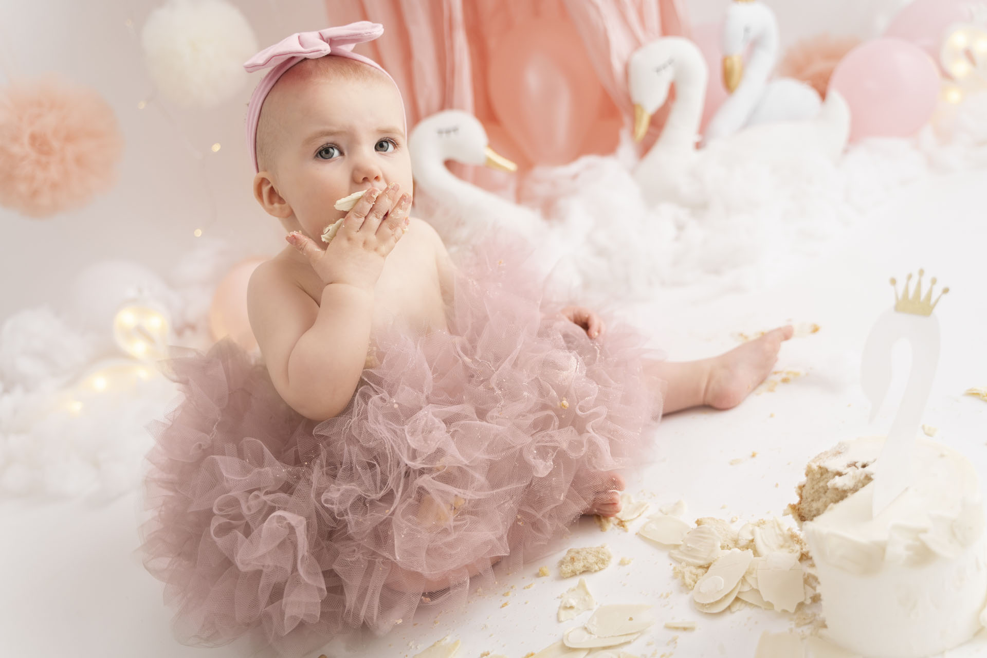 Cake Smash Photography by Canvas & Peach