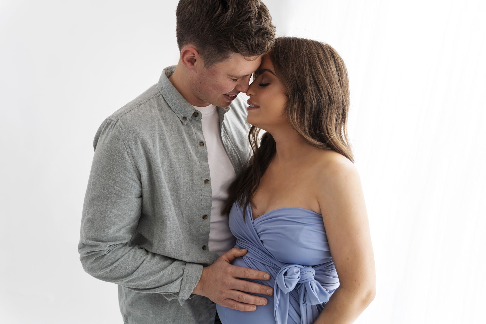 Maternity & Pregnancy Photography by Canvas & Peach