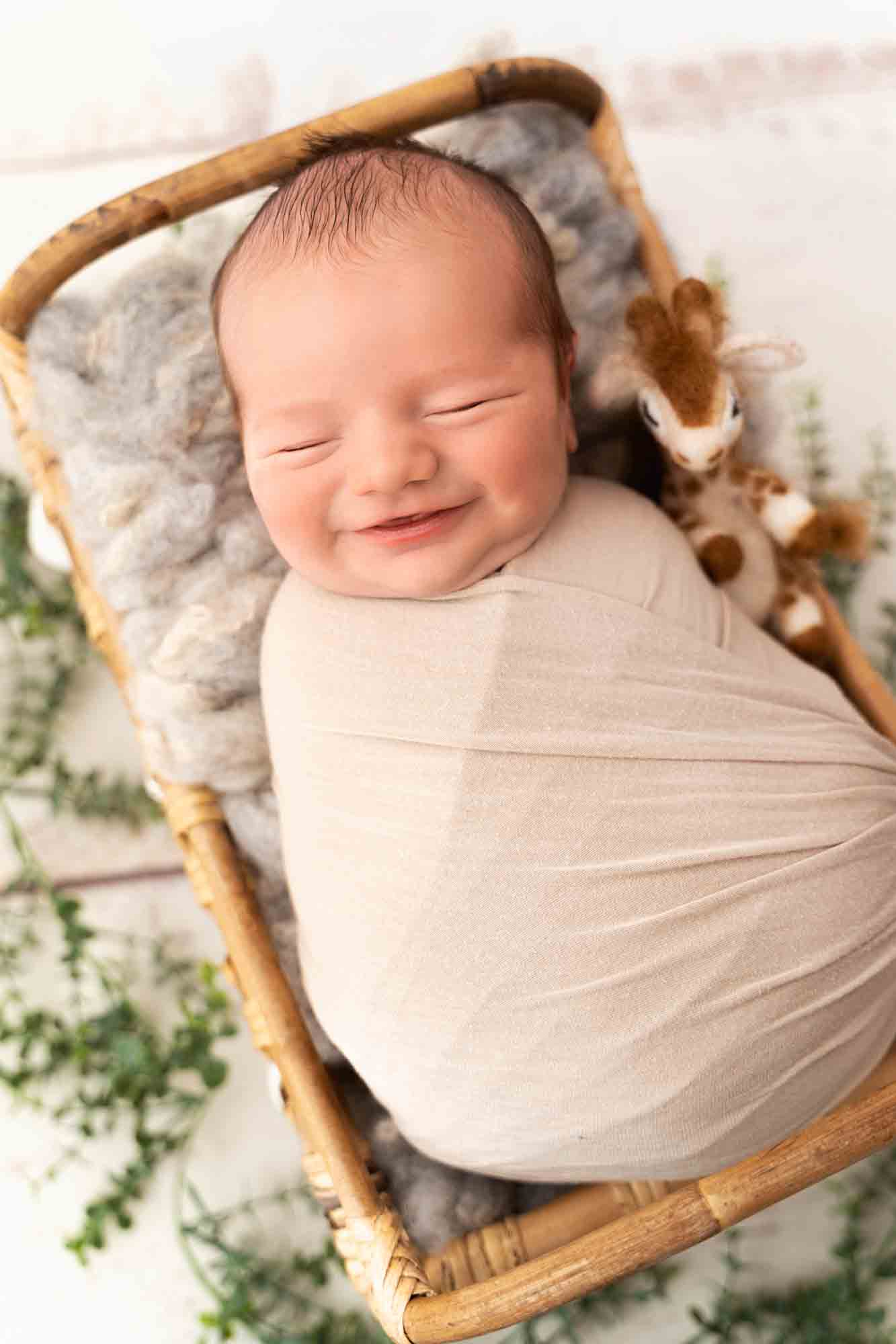 Newborn Photography by Canvas and Peach-33