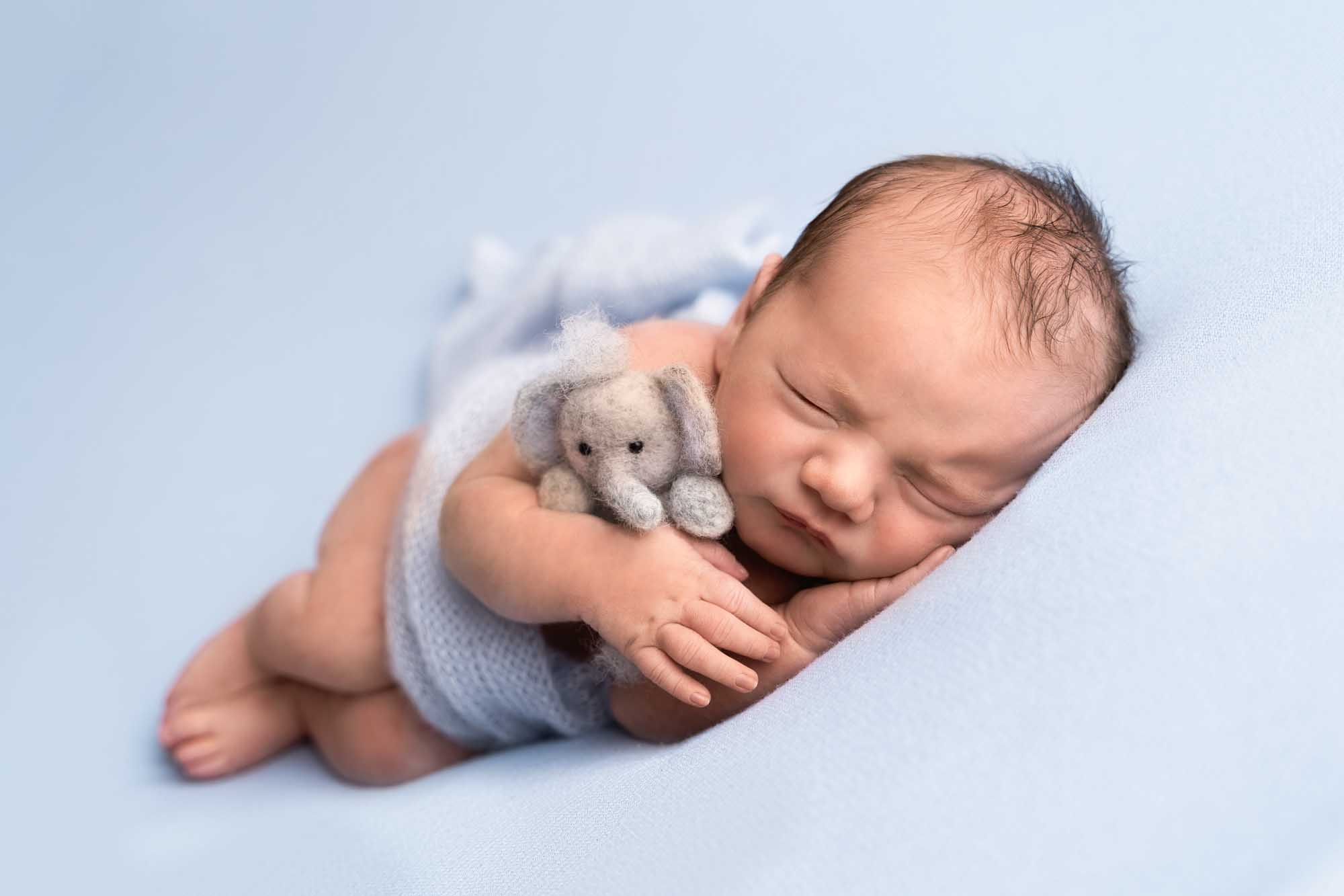Newborn Photography by Canvas and Peach-39