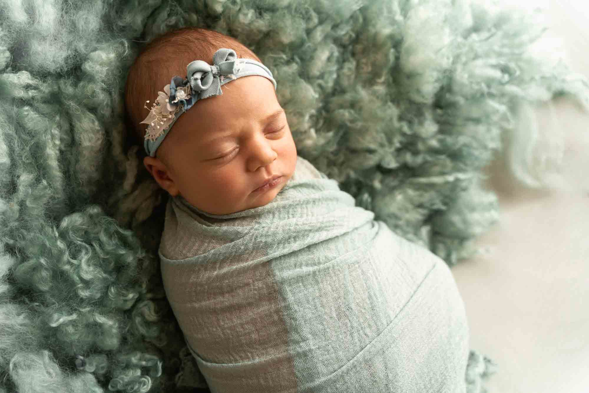 Newborn Photography by Canvas and Peach-41